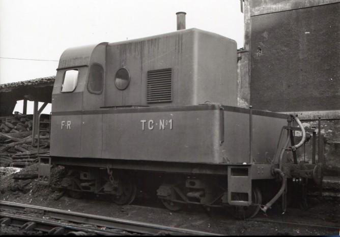 Ferrocarril de La Robla, vehiculo calefactor para trenes traccion Diesel, foto Marcel Le Guay , fondo MVF