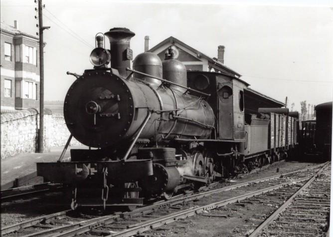 Ferrocarril de la Robla , locomotora 140 Consolidation , Foto Lawrece G. Marshall, Fondo Euskotren-MVF