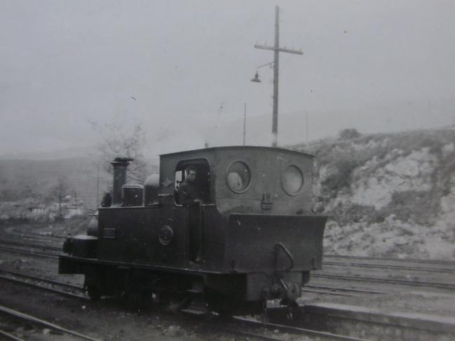 Ferrocarril del Cantábrico , locomotora nº 2 , c. 1950, fotografo desconocido