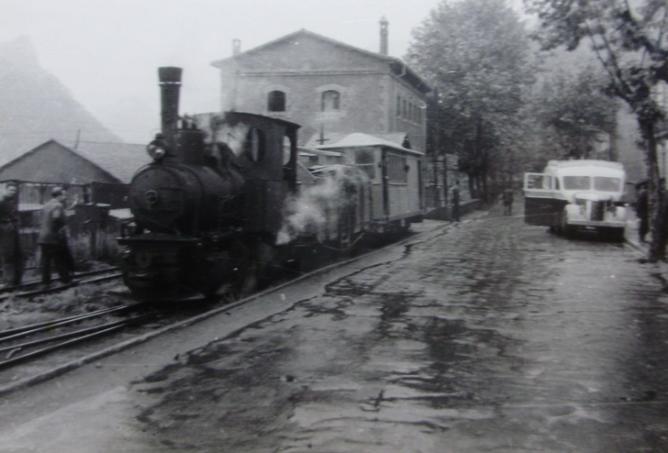 Guardiola a Castellar d´En Huch, locomotora nº 3 , año 1950, fotografo desconocido