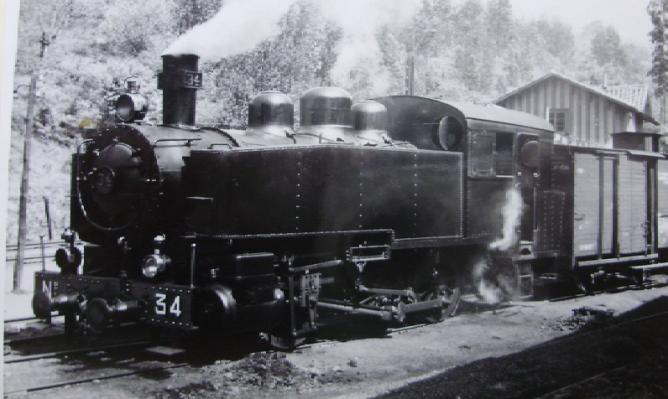 Ferrocarril de Langreo , locomotora nº 34 , c. 1950, fotografo desconocido