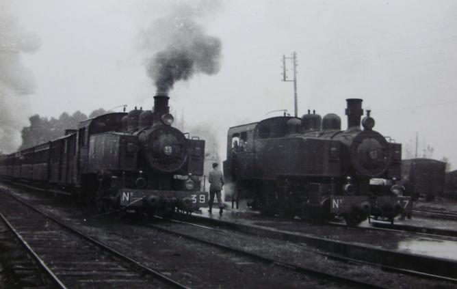 Ferrocarril de Langreo, locomotoras 39 y 46 , c. 1950, fotografo desconocido