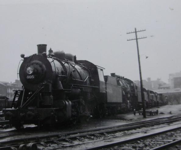 Ferrocarril de Langreo , locomotoras apartadas encabezadas por la 405, c.1950, fotografo desconocido
