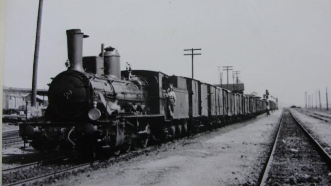 Norte- locomotora Hartman 040-2483, al frente de un mercancias , año 1962