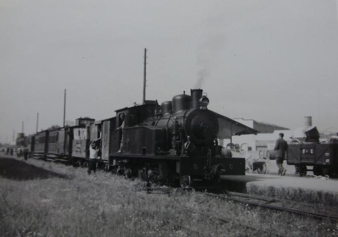Olot Gerona, locomotora nº 22, año 1953, fotografo desconocido