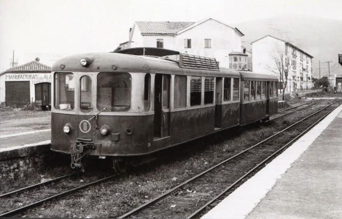 Santander a Bilbao, automotor Brissoneau & Lotz, en Astillero, marzo 1960, foto Ferran Llauradó , fondo Euskotren MVF