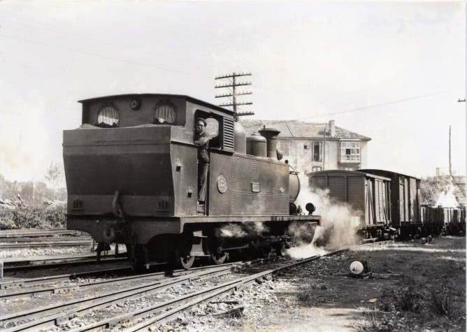 Santander a Bilbao , locomotora 131T, foto John Blyth , fondo MVF