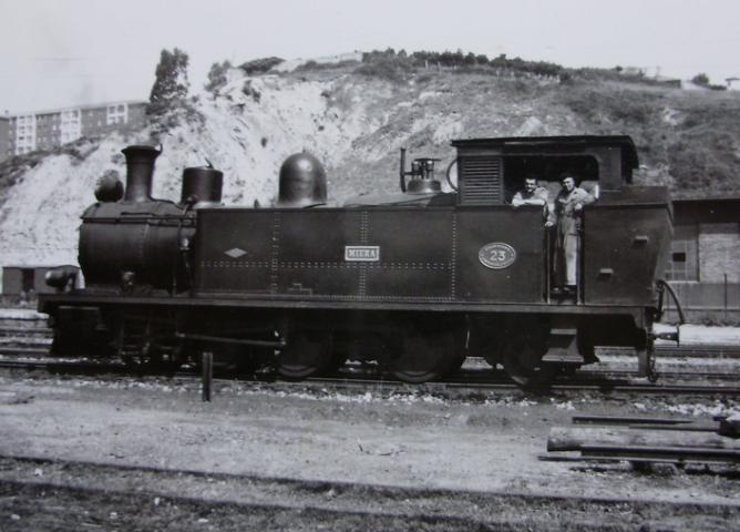 Santander a Bilbao , locomotora nº 23 MIERA, año 1960