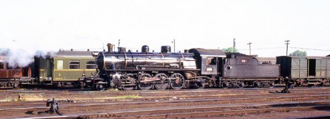 Sevilla Plaza de Armas , locomotora 141-2035, el 14 mayo 1964, foto M. Jarvis
