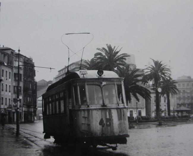 Tranvias de Gijón ,coche nº 45 en la linea del Musel, c.1950, fotografo desconocido