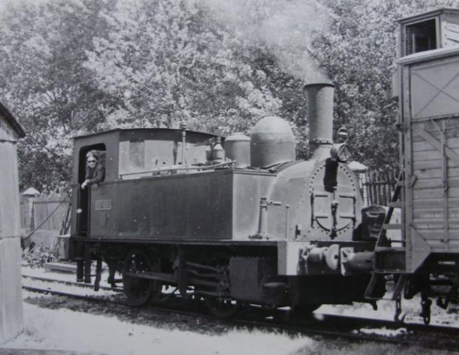 Valencia Alameda, Central de Aragón , locomotora Couillet 020-0261 en el depósito, el 7 de mayo de 1963