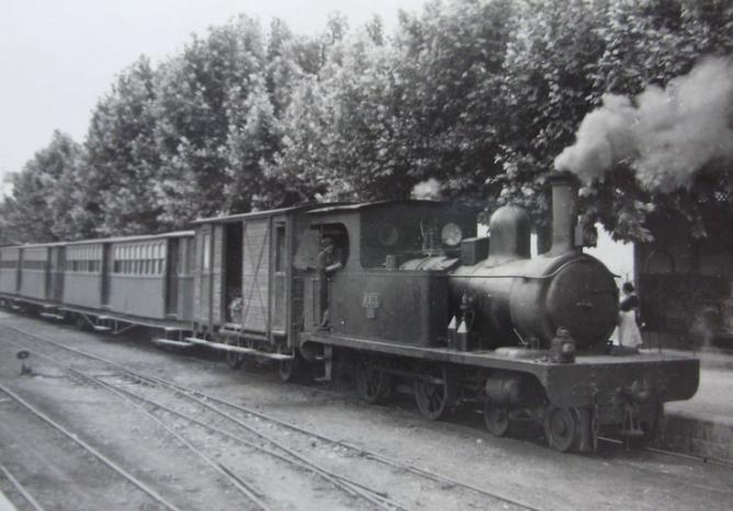 Valencia a Villanueva de Castellón , CTFV, locomotora nº 4 , el 23 de julio de 1952, foto Trevor Rowe