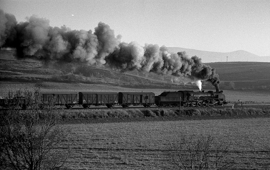 Línea de Castejón á Soria, febrero 1973, locomotoras141F2400_i_141F2273 Fondo JB
