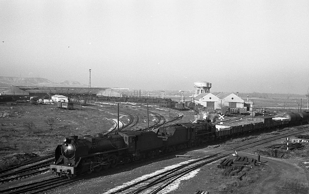 Estación de Castejón, febrero de 1973 Locomotoras 141F2400 y 141F2273, Fondo JB