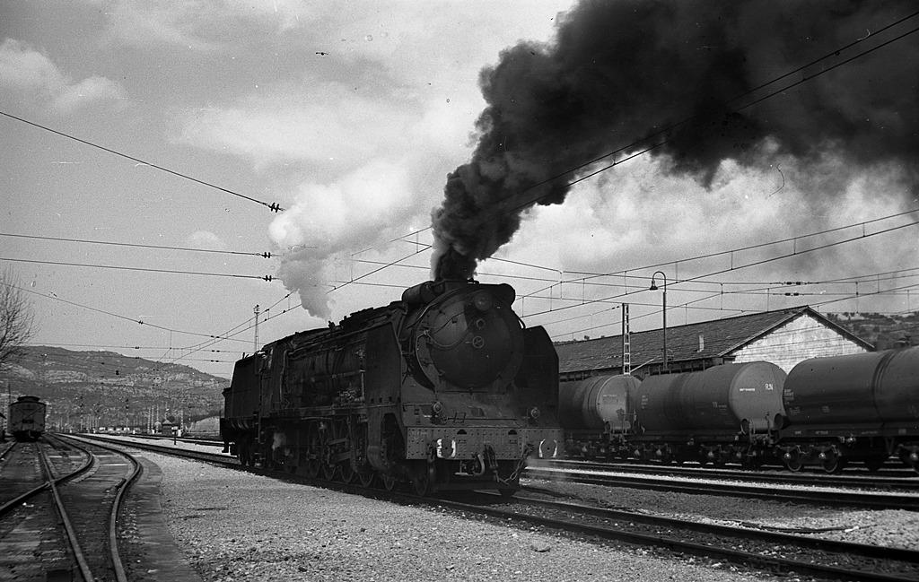 Locomotora 241F2238 en Mora la Nueva , año 1973, fondo JB-E
