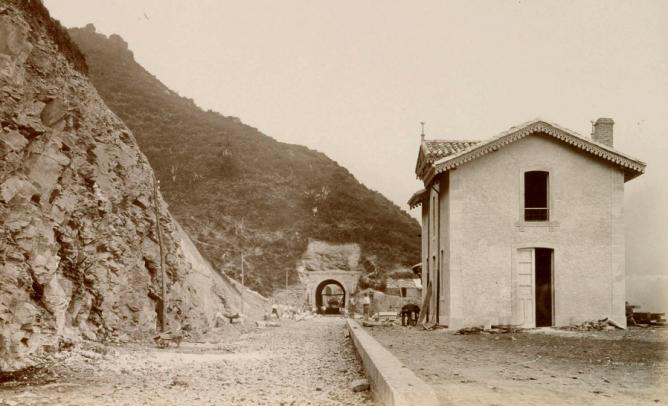 AGL , construccion de la linea , año 1884, foto P. Sauvanaud, fondo BNE