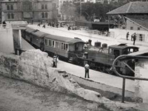 Locomotora del Vasco Navarro en Bermeo, mayo 1958, foto Emilio Escudero