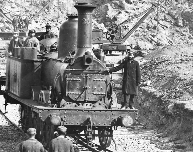 AVT, locomotora nº 24 trabajando en la estación de Tarragona, el 18.02.1872, foto Julio Ainaud, Fondo IPCE