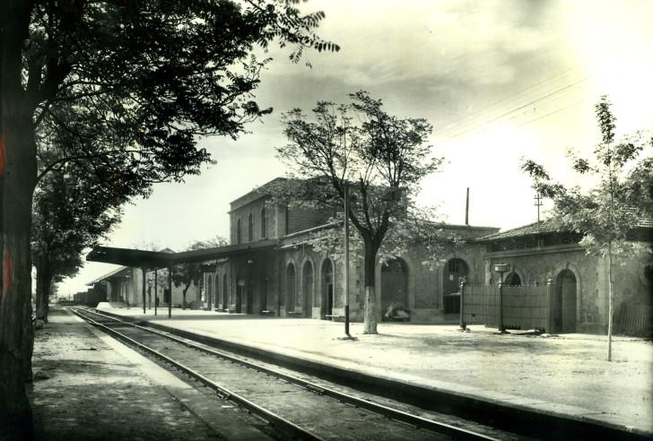 Alcañiz, fuente , año 1960 , foto Francisco Rivera, fuente Museu del Ferrocarril de Catalunya