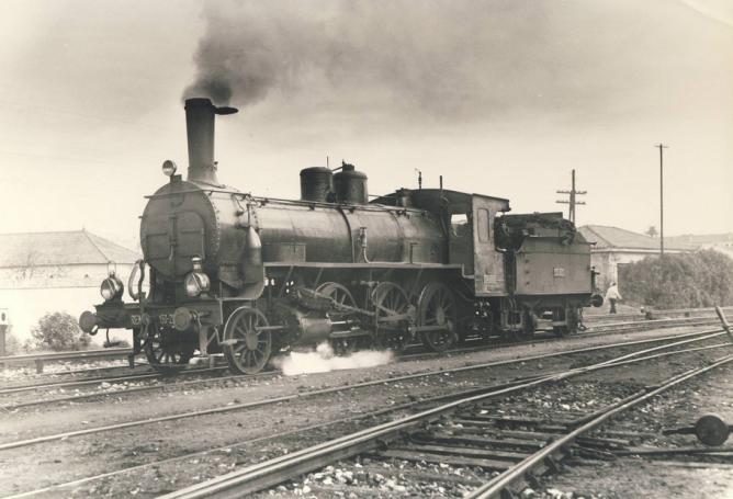 Algeciras , locomotoras 130-2051, diciembre 1959, fotografo desconocido , fondo MDA