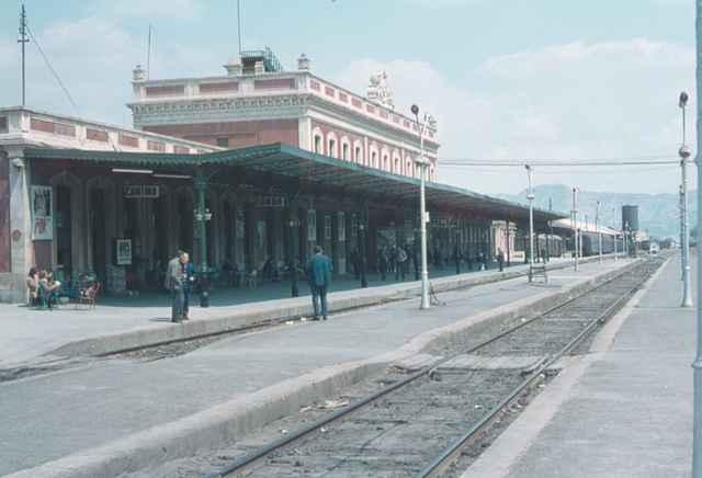 Anden estacion de Murcia , abril 1972, foto John Batts