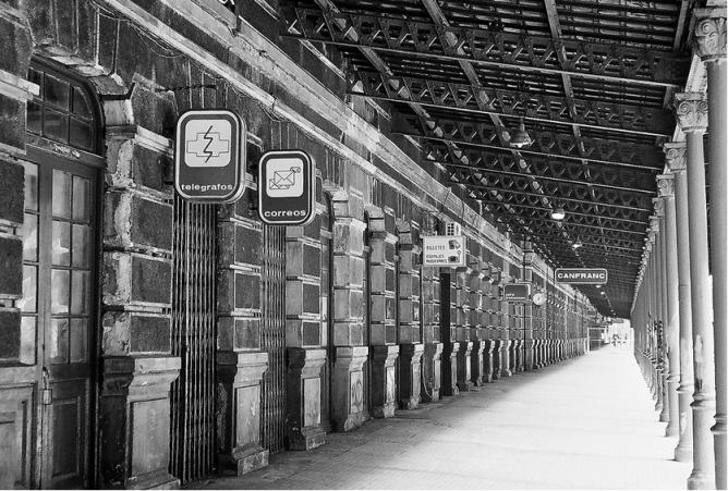 Anden principal de la estación de Canfranc, foto Manel Escalada