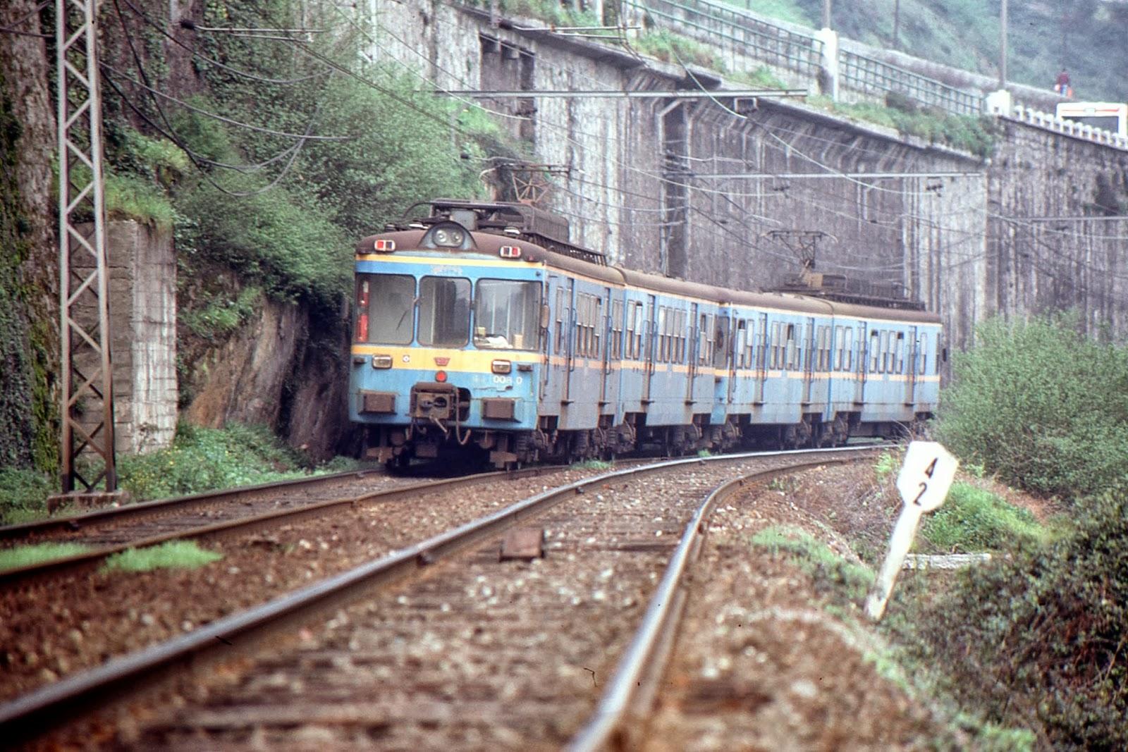 Bilbao a Portugalete, serie 441 ex Aluche a Mostoles, fondo Juan José Olaizola