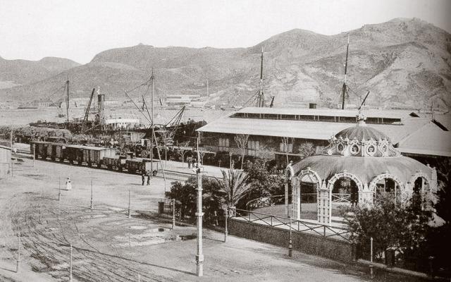 Cartagena a la Union , material ferroviario en el muelle de Cartagena , fondo c.A.