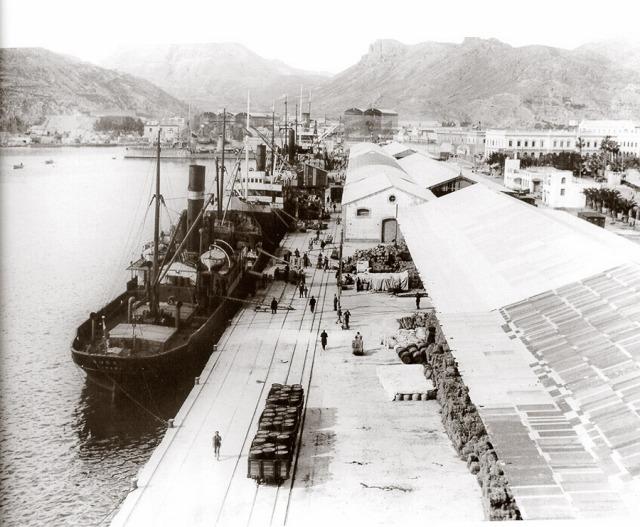 Cartagena a la Union , vias del muelle comercial, puerto de Cartagena, fondo C.A.