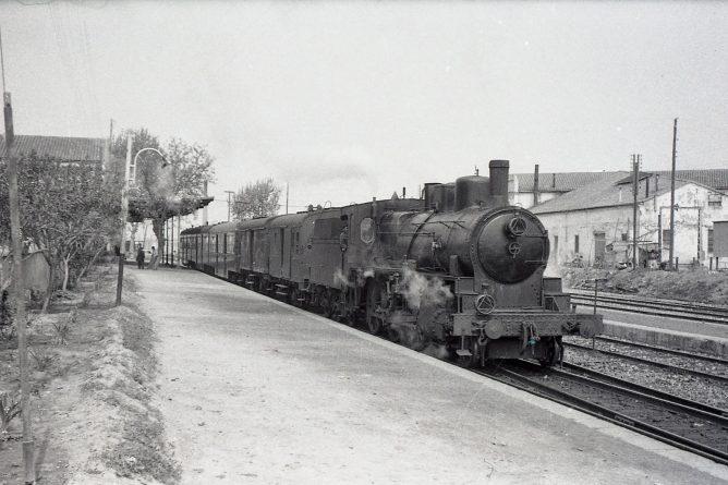 Cercanias Valencia á Sagunto , 5 de abril de 1961, foto Trevor Rowe, fondo MVF