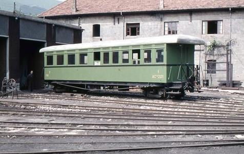 Coche de viajeros adquirido al Ferrocarril del Tajuña, foto Xavier Santamaria