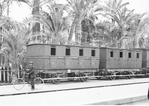 Coches del tren C-534 de Alicante á Murcia foto Otto Wurdesleich, fondo A.H.