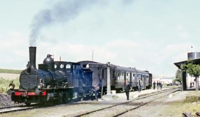 Córdoba a Marchena , locomotora 030-2516 a la cabeza del tren en La Carlota-Palmera el 03.04.1966 , foto Ian Turbull
