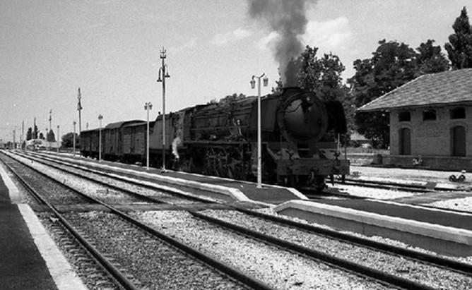 Cortes de Navarra. año 1974, al fondoi se observa la via del Ferrocarril de Cortes a Borja, Fondo JPT