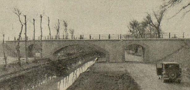 Cruce de la linea de Caminreal a Zaragoza, sobre el canal Imperial de Aragón . año 1933, fondo revista I. y C.