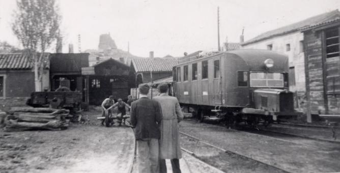 Deposito con el automotor , Archivo Familia Rubio Calvo