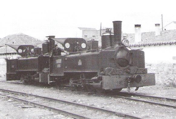 Deposito, dos locomotoras del Villalba a Berrocal- foto Juan Bautista Cabrera, coeccion Javier Aranguren Meledo