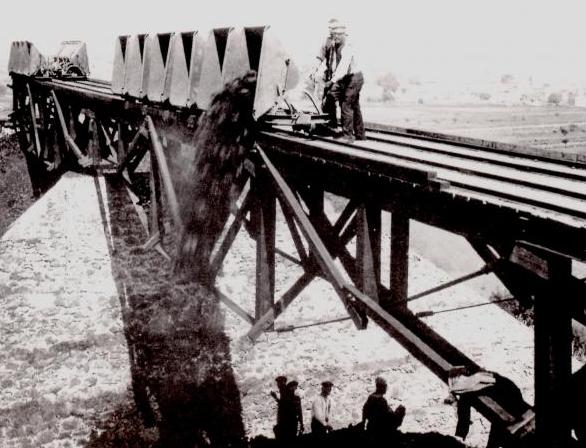 Descarga de mineral en mines de Can Plomeres, Malgrat de Mar , Ayuntamiento , publiacion de 1993