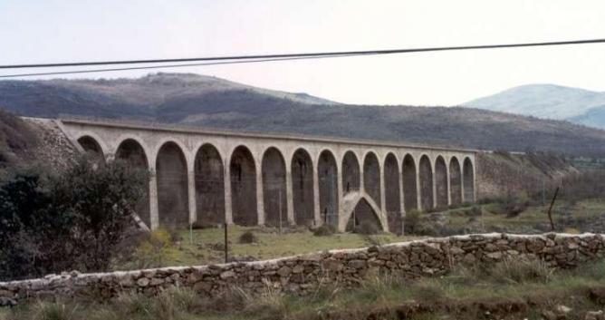 Directo de Madrid a Burgos, puente sobre el Lozoya, foto Pablo Gadea Garzón