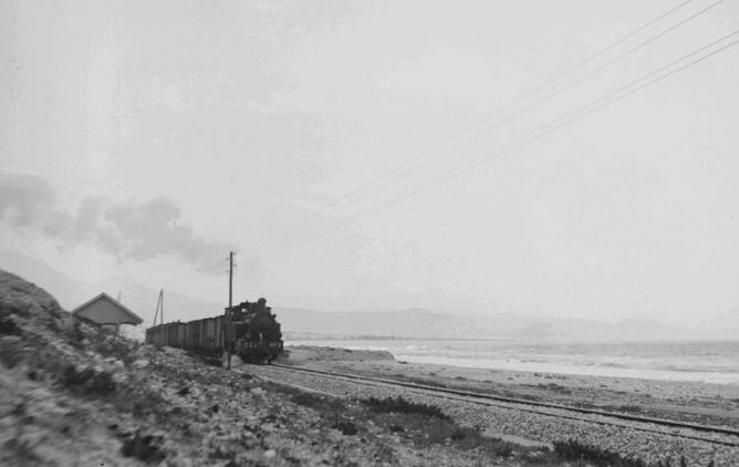 ESA, tren mixto con la locomotora nº 2 saliendo de San Juan , fondo R. Vernacci, Fototeca del P.H.