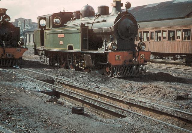 Locomotora Borsig en la estación de Oviedo , fotografia Charles F. Firminger ,