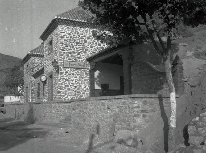 Edificio de la estación de Pinos Genil, año 1943, foto Torrres Molina