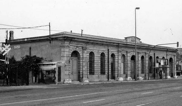 Edificio de la estación del Grao de Valencia- Linea del AVT