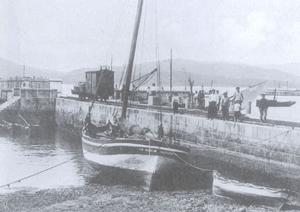 El tranvia en el muelle del Este en Marin, foto Archivo Autoridad Portuaria de Marin