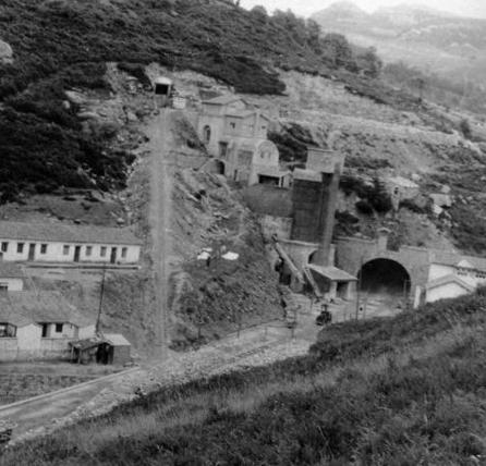 Entrada del Túnerl de la Engaña. Santander Mediterraneo. Archivo Mikel Iturralde