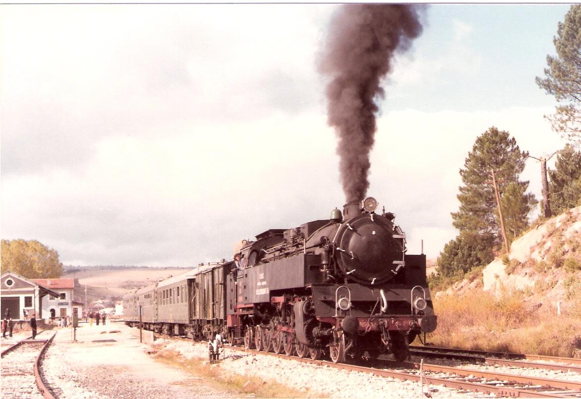Especial con la locomotora Escatron- seccion Soria a Calatayud-21.10.1984- foto Brian Garvin