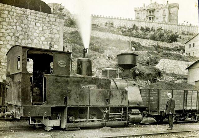 Estación de , el Sr. Olano , junto a laLocomotoras Puigreig, año 1912, imagen colección de