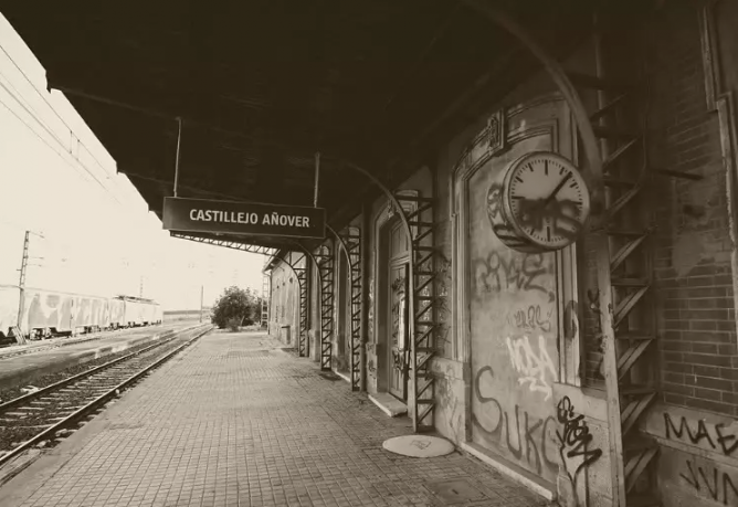 Estacion cerrada de Castillejo-Añover- archivo Forotrenes