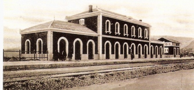 Estacion de Alcoy. Edificio de Viajeros- Foto C. Laporta- fondo Biblioteca Valenciana