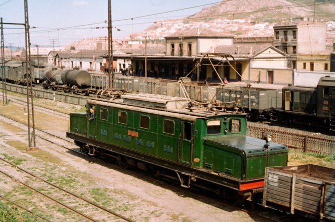 Estacion de Conquista, locomotora , foto Jeremy Wiseman